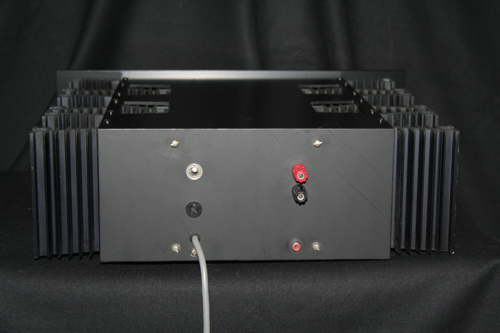 Ap4 Power Amplifier Class A Amplifiers They Could Drive Anything 90 Amps Peak Current Rating And If My Memory Serves Me Well The Full Output Not All Was Over 150 Watts Into